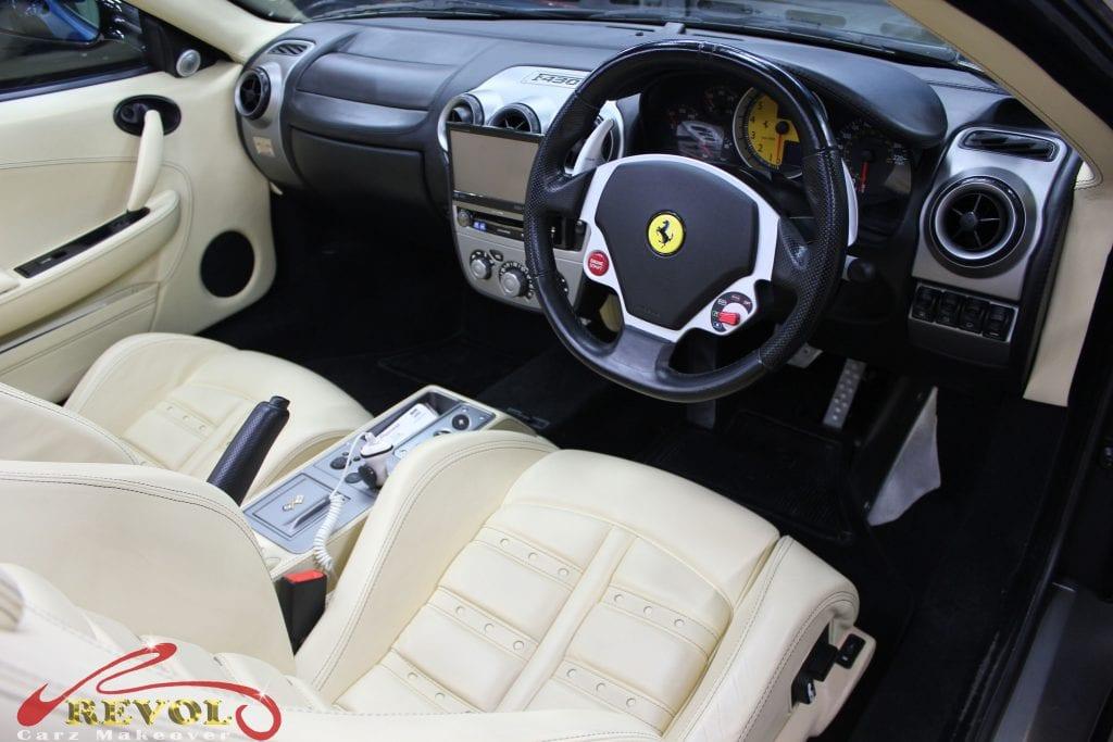 Ferrari F430 Spider - interior