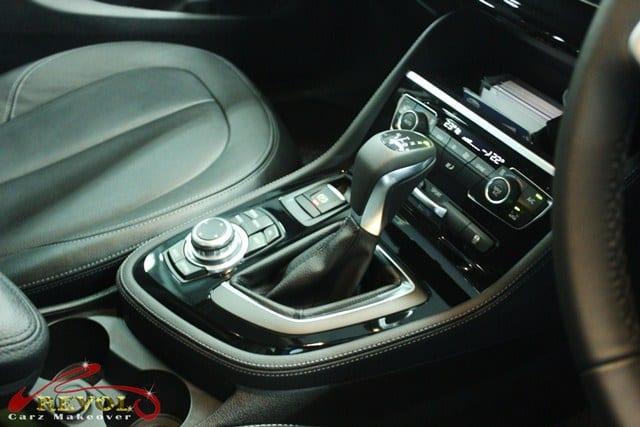 BMW 216D - console