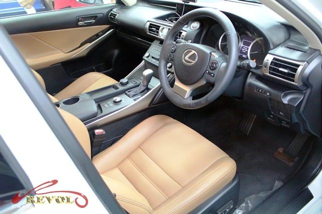 Lexus IS200 - interior