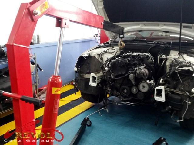 Mr. Li Audi A4 Engine - Engine removed by engine bay