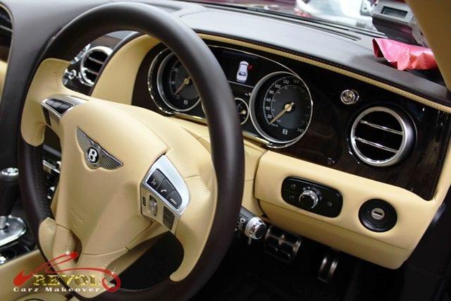 The Bentley Flying Spur - steering wheel