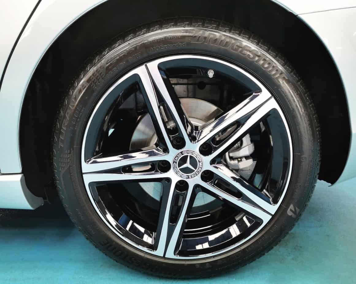 Elegant Mercedes Benz A200  - rims