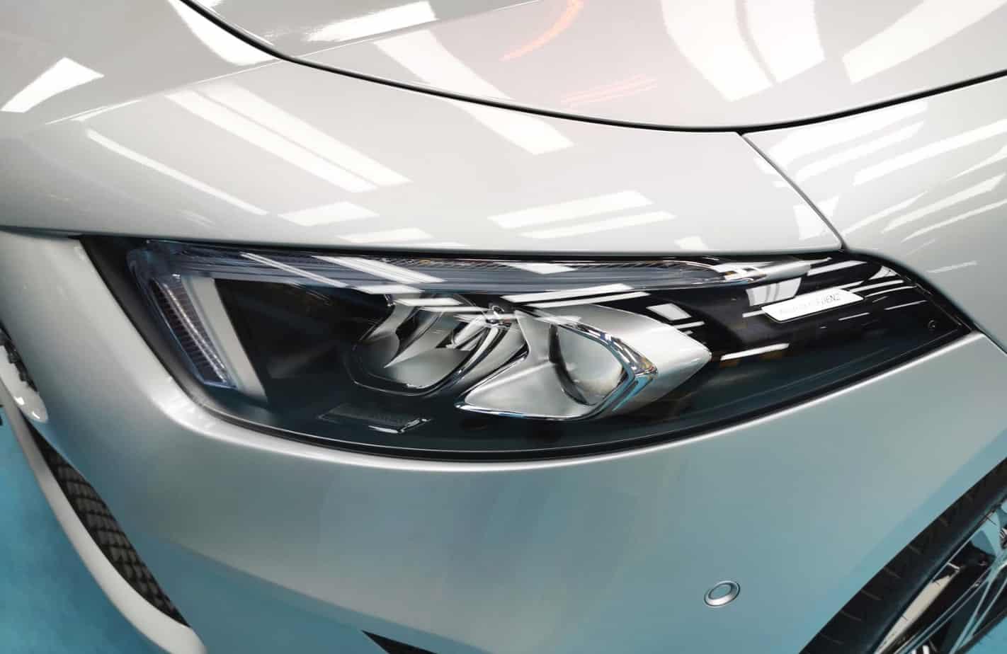 Elegant Mercedes Benz A200  - headlamp