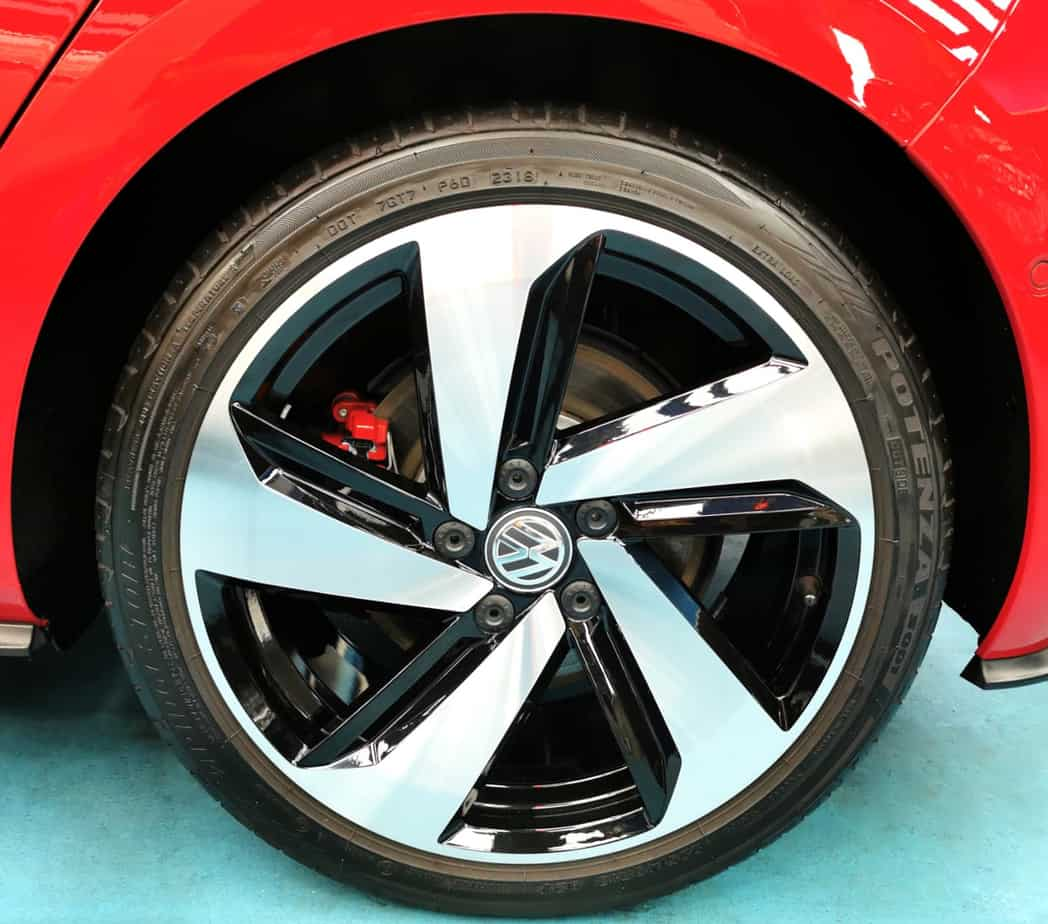 Red Hot Volkswagen Golf - rims