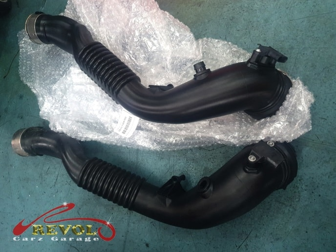 BMW CS 3 - BMW 135i's turbo air hose