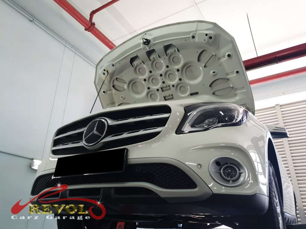 Mercedes-Benz CS 11: GLA180 Oil Change and New Battery