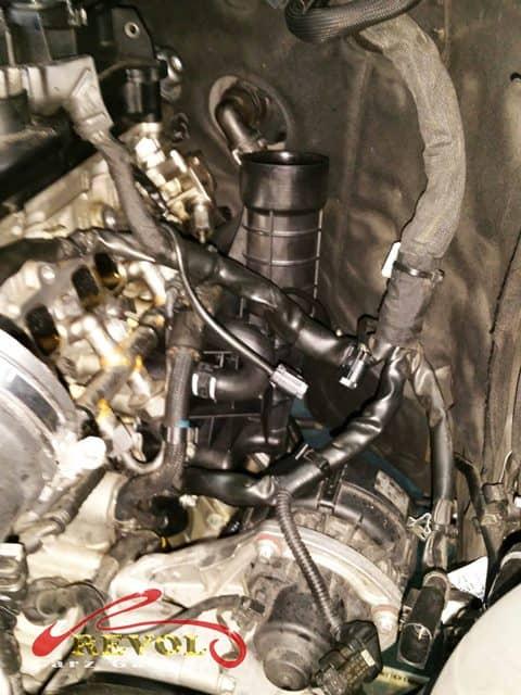 Mercedes-Benz CS 16: E250 Oil Filter Housing Replacement - leak from a worn out oil filter housing