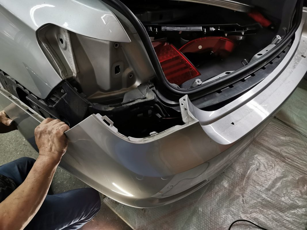 Day 2: Dismantling of BMW 7 Series for a Full Spray Painting