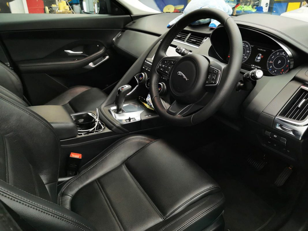 Jaguar E-pace - interior