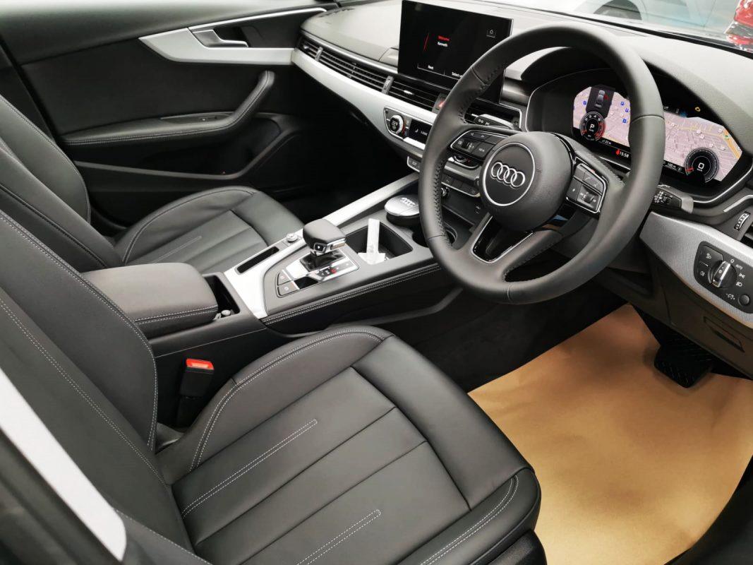 Shining Audi A4 - rear seat