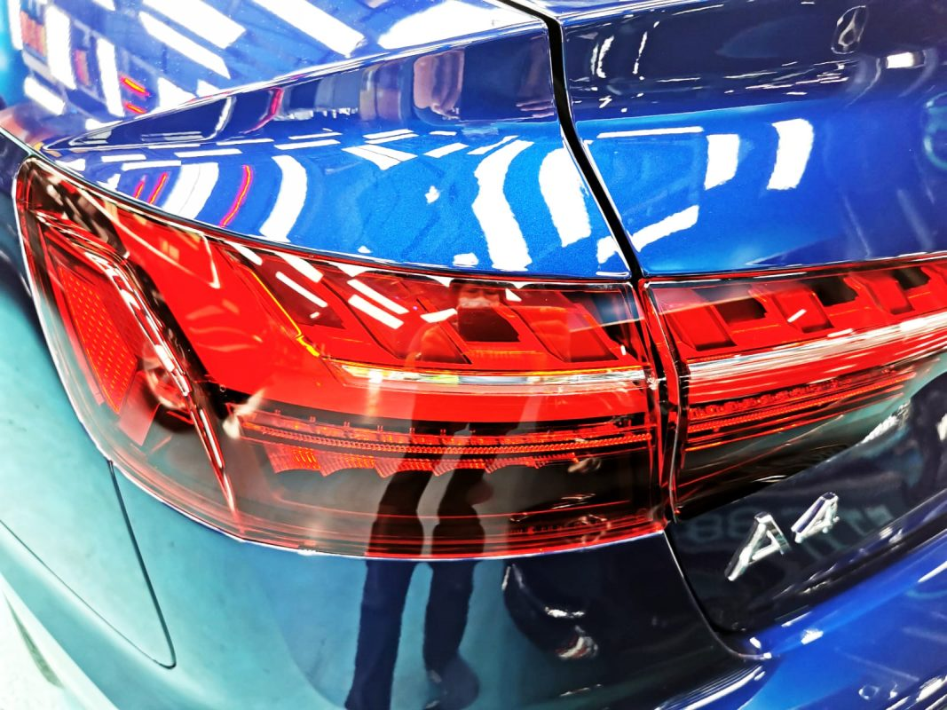 Shining Audi A4 - tail lights